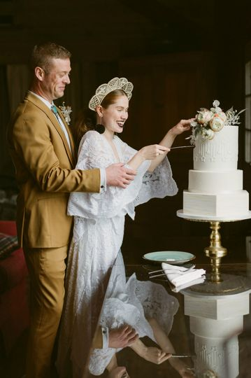 lillian and kyle exquisite wedding cakes elegant wedding cakes mountainaire gatherings photography blacksheep florist placid planner riverranch modern wedding cakes the fancy cake box 51 908431 161538110846369