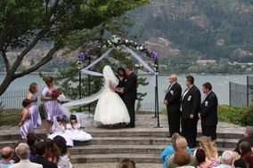 Gorge Romance Wedding Officiant
