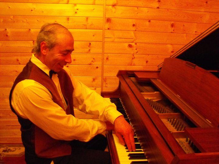2daeb1cd7acebd7d Pianist Alexander Zlatkovski 2