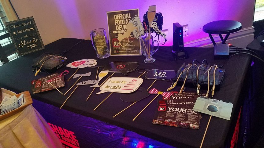 PROP TABLE INCLUDES A DEVICE CHARGING STATION!!!!
