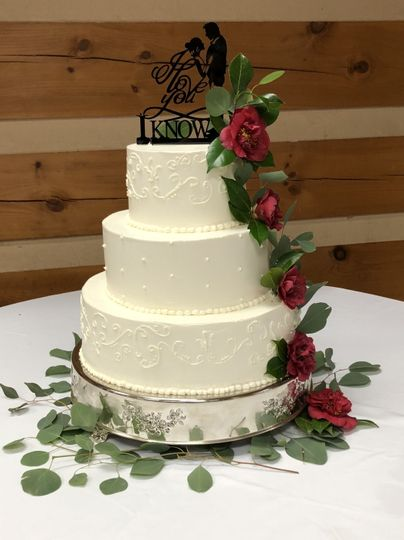 Red rose decorated cake
