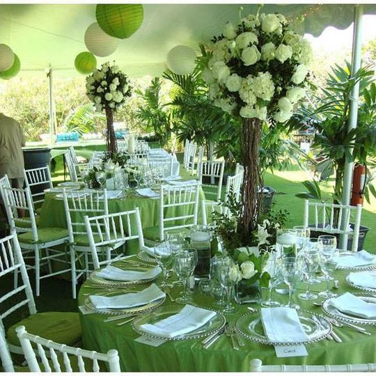 Green round table setup