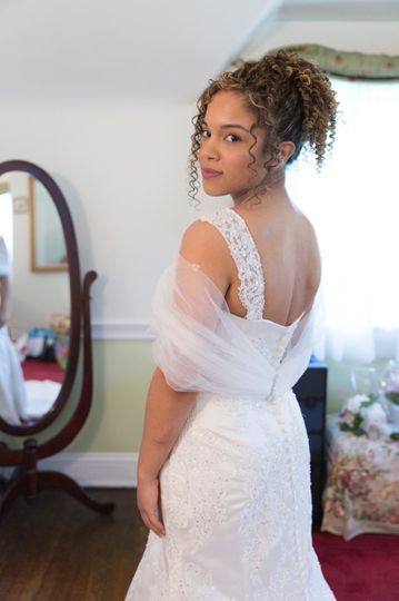 Natural look on one of the brides