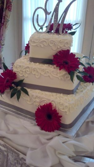 800x800 1391022655352 3 tier buttercream square off center cake
