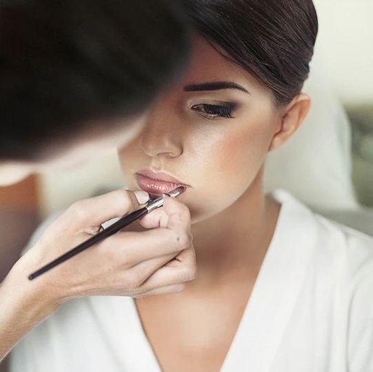 Bridal Makeup Applicaiton