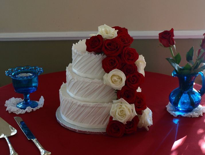 3-tier wedding cake with roses