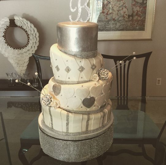 Asymmetrical cake with silver details