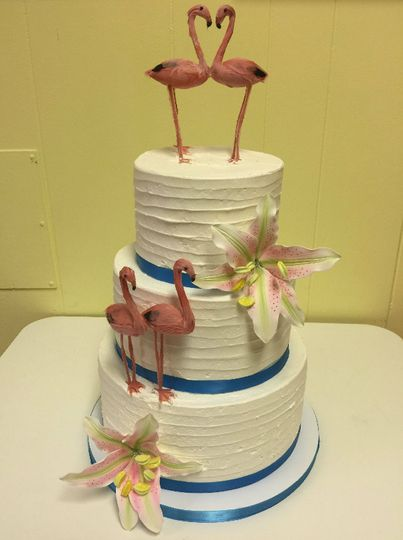 3-tier wedding cake with flamingo figurines