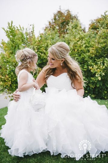 800x800 1471891689092 smiling bride with flower girl6811024