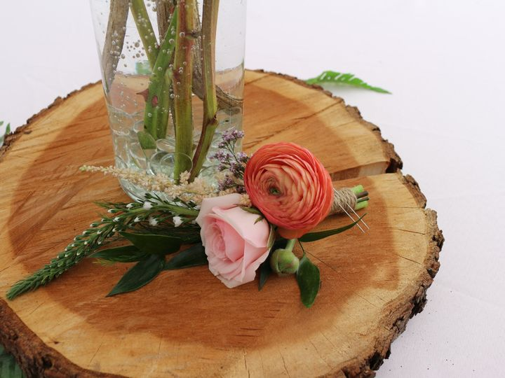 Tmx Img 2744 51 1897631 159777099544408 North Hampton, NH wedding florist