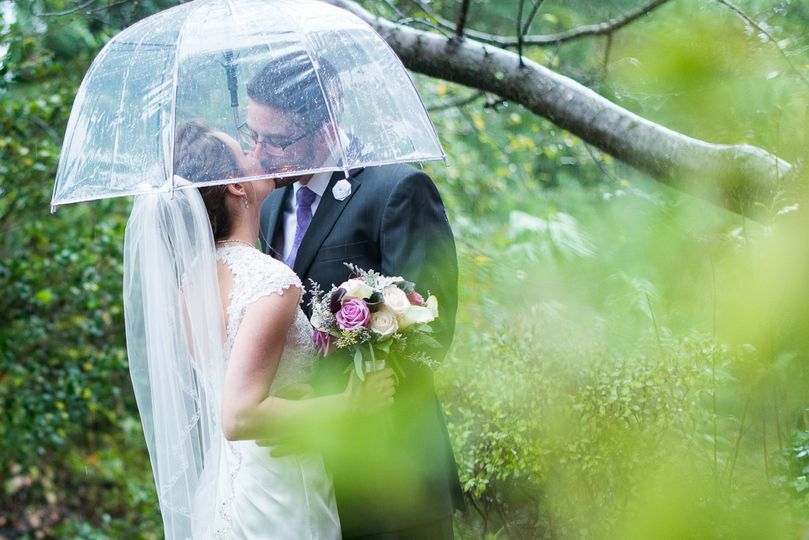 fairfax rain wedding portrait romantic kiss 51 999631