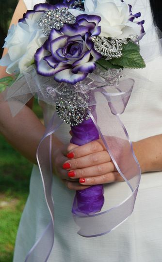 Bride with purple rose bouquet