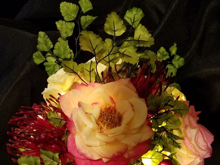 Tmx 1525476962 E44135b28b085932 1525476960 044c7614bac803ed 1525476927486 4 Burgundy Bouquet Sequim, Washington wedding florist