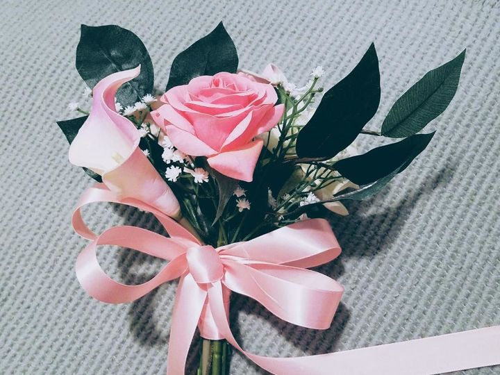 Tmx 1525649305 05aee31c4a572a51 1525649304 95c28b23ec490e72 1525649303106 23 Pink Rose Toss Bo Sequim, Washington wedding florist