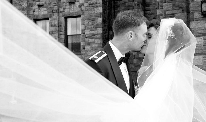 veil kiss bride groom