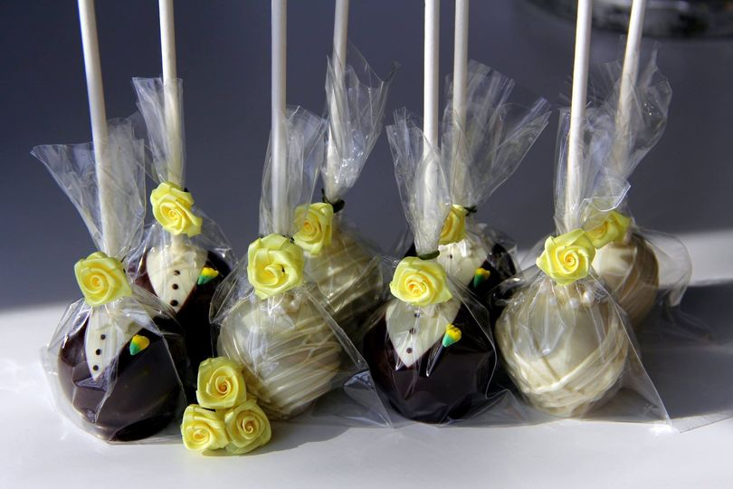 Bride and groom cake pop favors for rehearsal dinner, bridal table, or guest favors