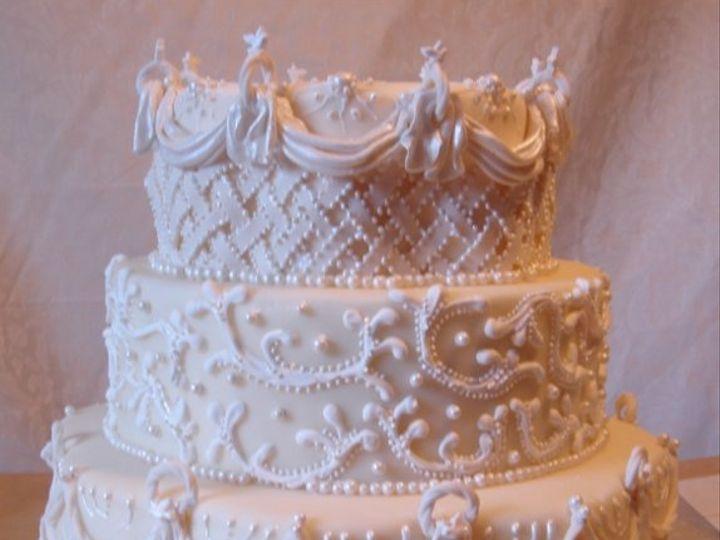 Tmx 1217760515833 Starburstandpearl3tierweddingcake004 Greenville wedding cake