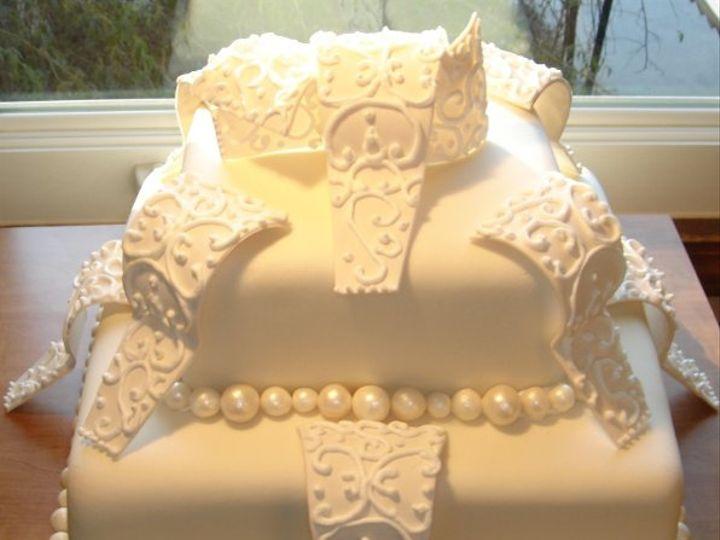 Tmx 1229052029674 2tierweddingcakewithsugarsculpturecurlicuesandsugarpearls Greenville wedding cake