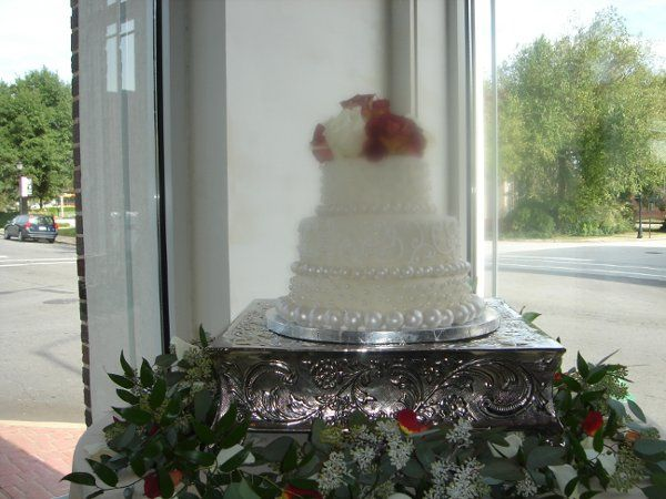 Tmx 1229052517361 Fondantweddingcakewithhandrolledpearlsandroses019 Greenville wedding cake