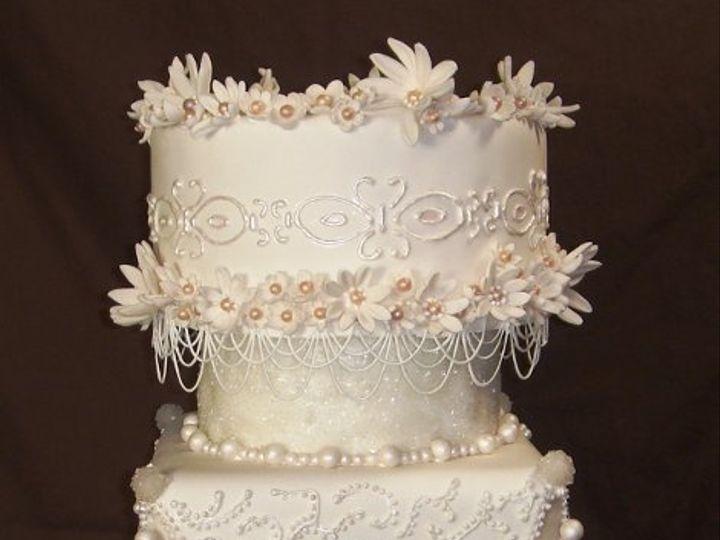 Tmx 1229377890306 Cameos%2Cflowersandpearlsweddingcake003 Greenville wedding cake