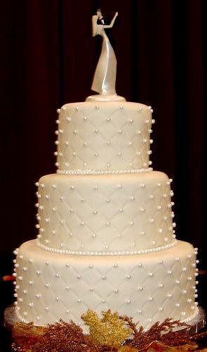 Tmx 1231114259984 Amanda%27sdiamondsandpearlsfondantweddingcake2008 Greenville wedding cake