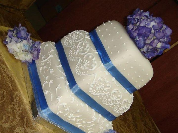 Tmx 1242612163609 Squarefondantweddingcakewithblueribbonspurpleflowersandroyalicingpiping Greenville wedding cake