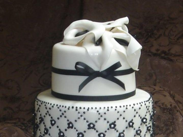 Tmx 1279494603062 Threeblackandwhitecustomweddingcakewithgumpastecallalillies Greenville wedding cake