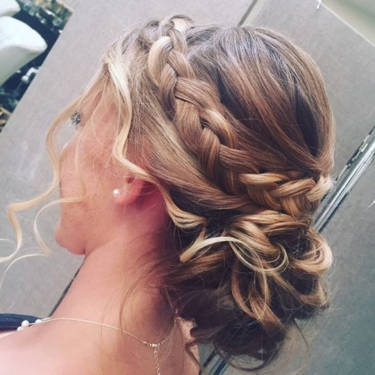 Golden knotted hairstyle