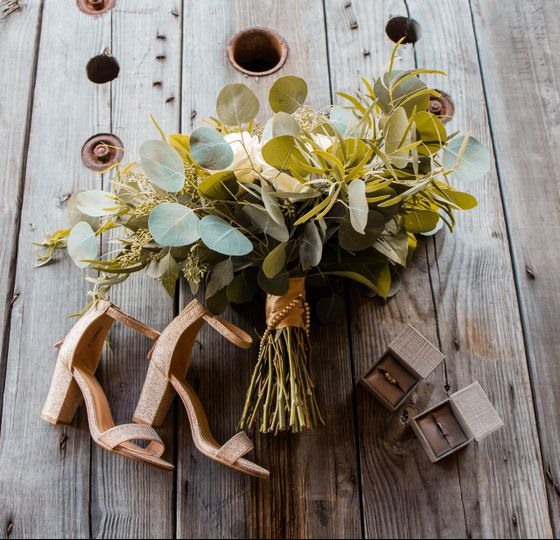 Bouquet and other details - Huf Wedding Films
