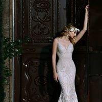 Sleek lace wedding dress