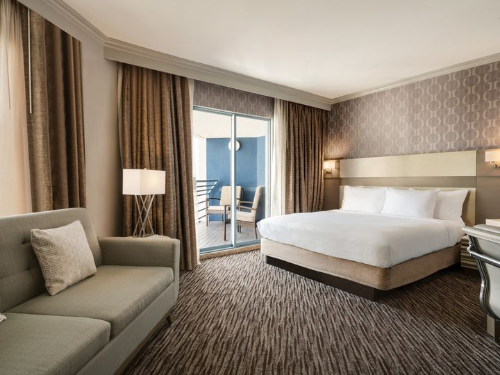 Tmx Mlbmh Parlor Suite Bedroom K1jka 01 51 1862931 157504415958471 Melbourne, FL wedding venue