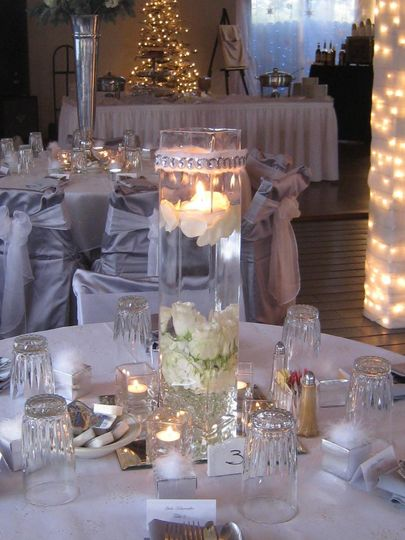 platinum with white roses and candles 2
