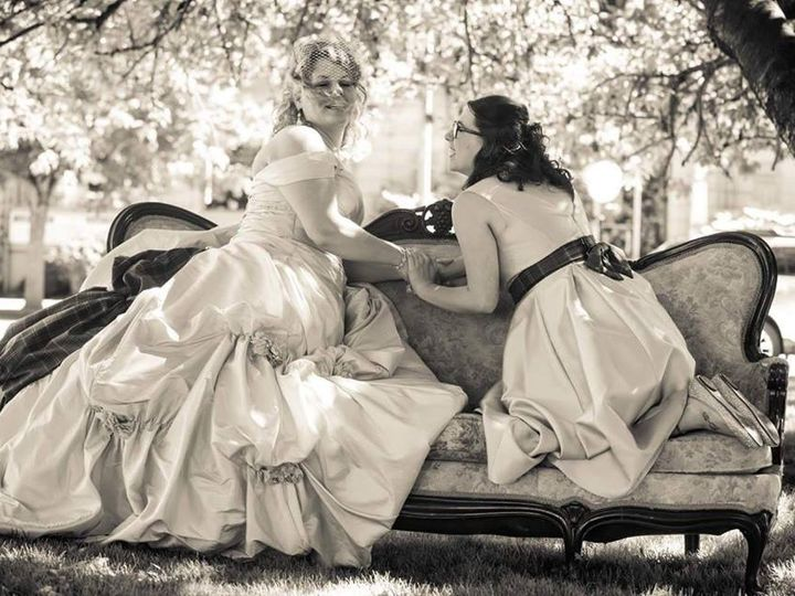 Tmx Cs Stefanie Riggins Wedding Two Friends On The Couch 51 654931 Centralia, Washington wedding venue