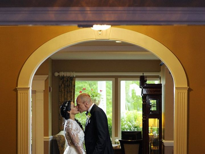 Tmx Arch Kiss Couple 51 46931 North Conway, NH wedding venue