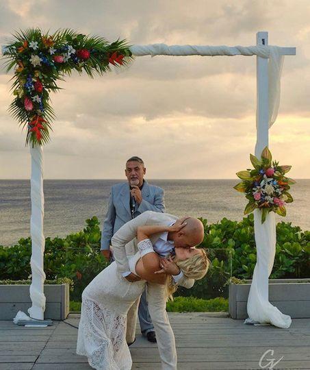 Tropical arch wedding decor