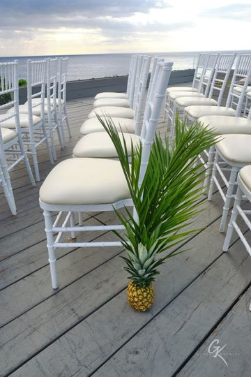 Pineapple aisle decor