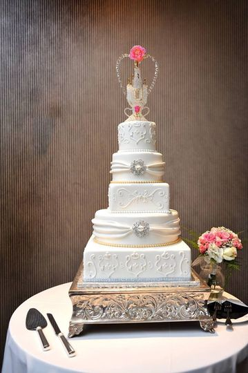 silver and gold wedding cake 51 57931