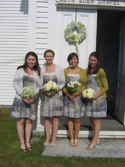 Bridesmaids and hydrangea wreath