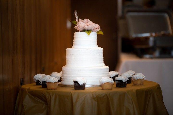 A classic white wedding cake