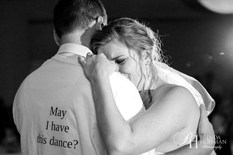f6fe891d67fd4b97 1518447143 2c8a48fe353f4a75 1518447122733 2 bride dance brothe