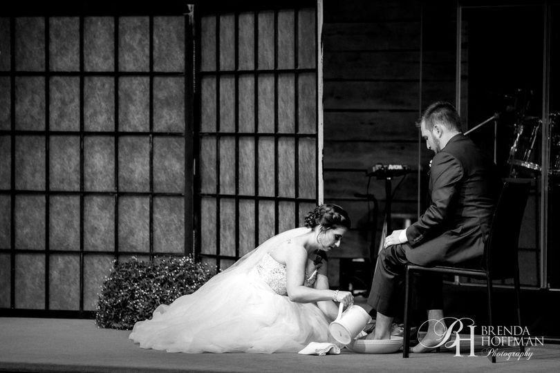d865d44708235f0e 1518447145 92e11a4d01314f9b 1518447122737 8 bride groom foot w