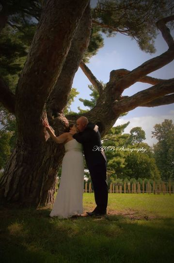 Kissing under the tree