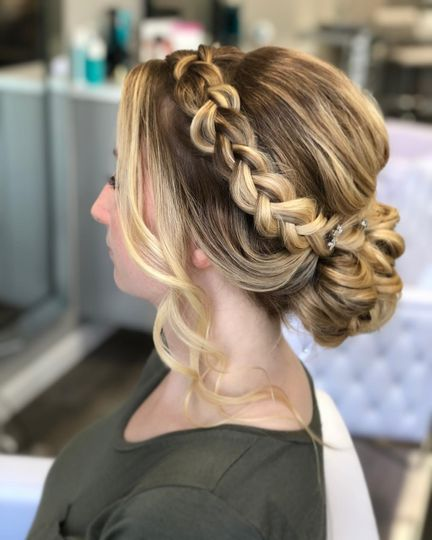 Detailed hairstyling