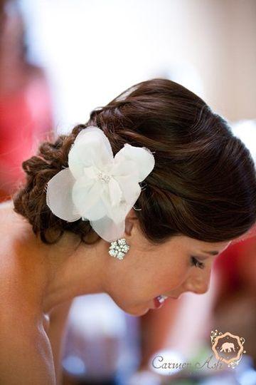 White flower hair ornament