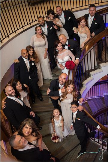 800x800 1457625176266 bridal party on stairwell