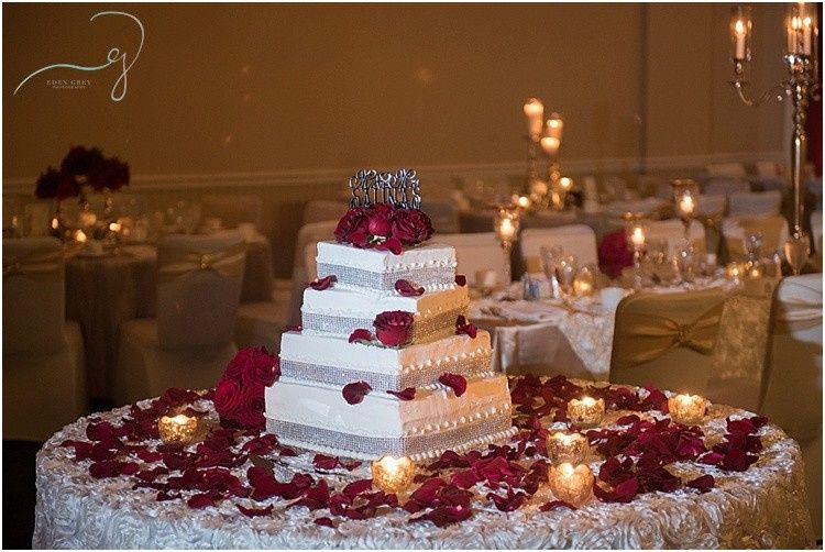 800x800 1457625433097 cake table