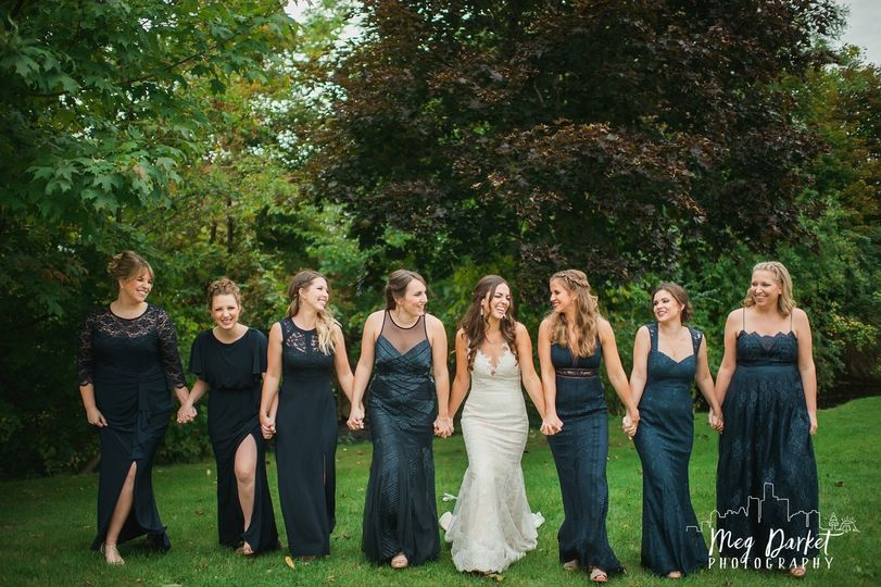 Bride and bridesmaids | Meg Darket Photo