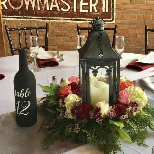 Centerpiecesrunners and table numbers