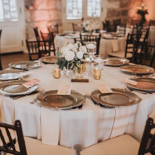 Elegant guest table design
