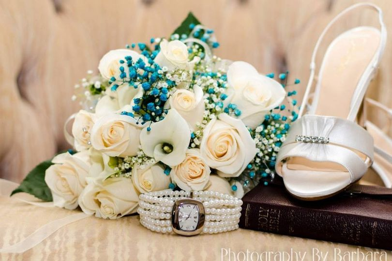Bridal bouquet and accessories